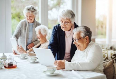 Casa famiglia per anziani: quanto si guadagna, quanto costa, autorizzazioni, aprire in franchising
