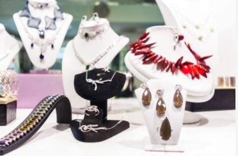 Negozio di accessori moda e gioielli: quanto si guadagna, quanto costa, autorizzazioni, aprire in franchising